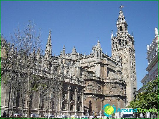 كاتدرائية إشبيلية وبرج جيرالدا بيل