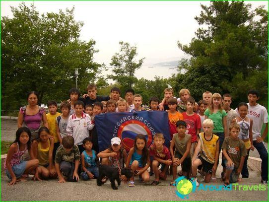 مخيمات للأطفال في لازاريفسكي