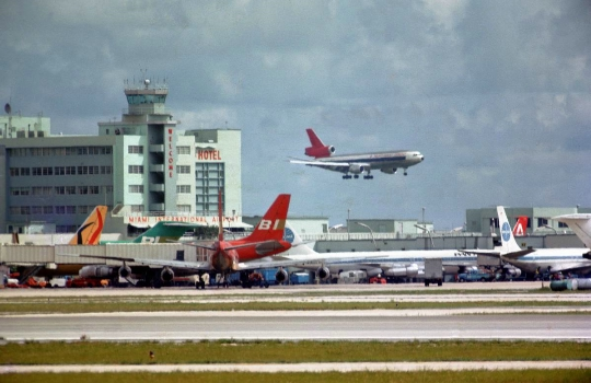 Kuinka paljon lentää Miamista Moskovaan?