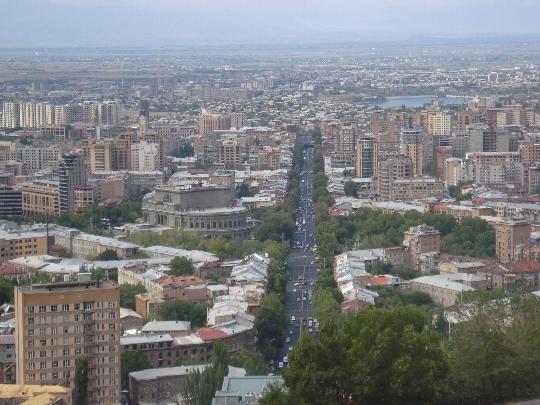 Hoeveel om te vliegen van Jerevan naar Moskou?