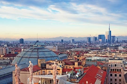 Hoeveel om te vliegen van Milaan naar Moskou?