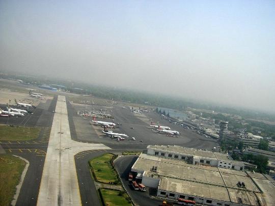 Kuinka paljon lentää Delhistä Moskovaan?