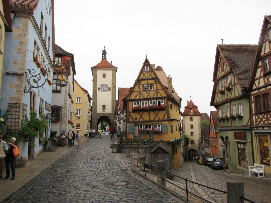 Saksan ominaisuudet