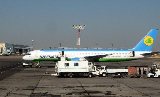 Hoeveel om te vliegen van Tasjkent naar Moskou?
