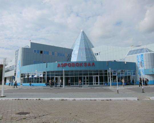 كم تطير من خانتي مانسيسك إلى موسكو؟