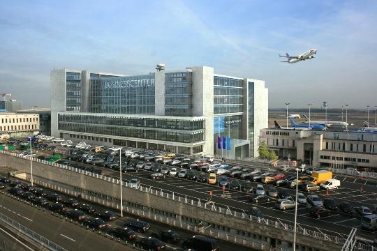 كم تطير من بروكسل الى موسكو؟