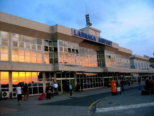 Колко да лети от Ларнака до Москва?
