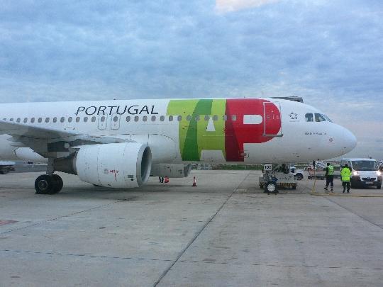 Kuinka paljon lentää Lissabonista Moskovaan?