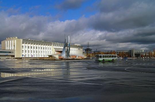 Колко да лети от Нижневартовск до Москва?