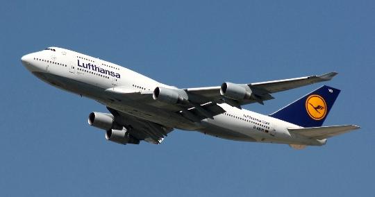 Kuinka paljon lentää Düsseldorfista Moskovaan?