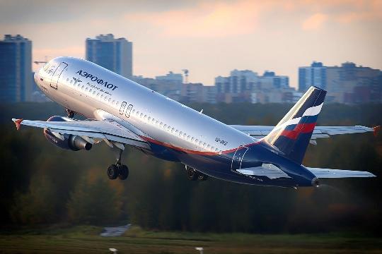 Kuinka paljon lentää Magadanista Moskovaan?