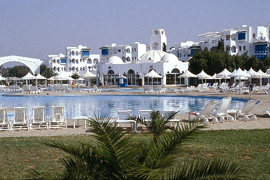 Lomat Tunisiassa huhtikuussa