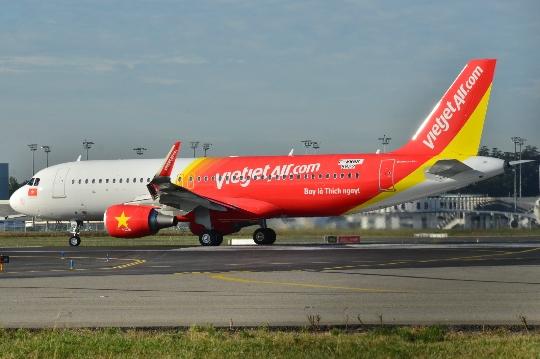 Kuinka paljon lentää Hanoista Moskovaan?