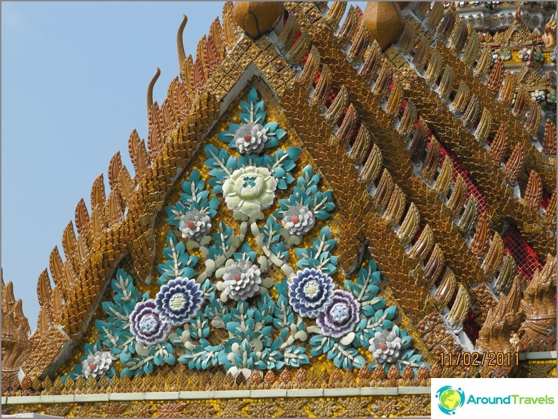 Vastapäätä Thaimaan temppeliä