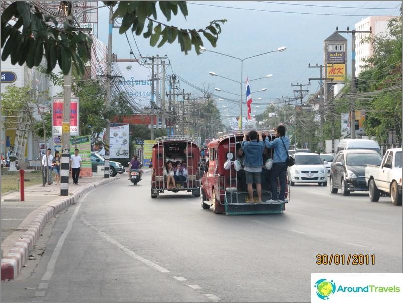 Pienbussit kaupungissa Chiang Mai