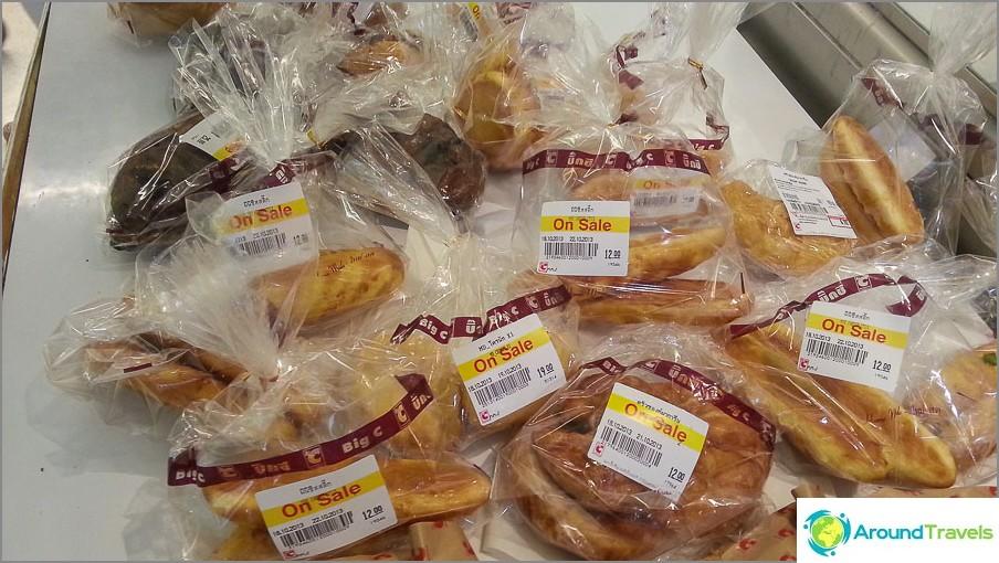 Päivittäinen myynti kaikenlaisia croissanteja