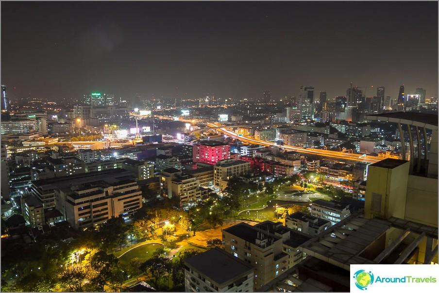 Изглед от 29-ия етаж на парка и Банкок