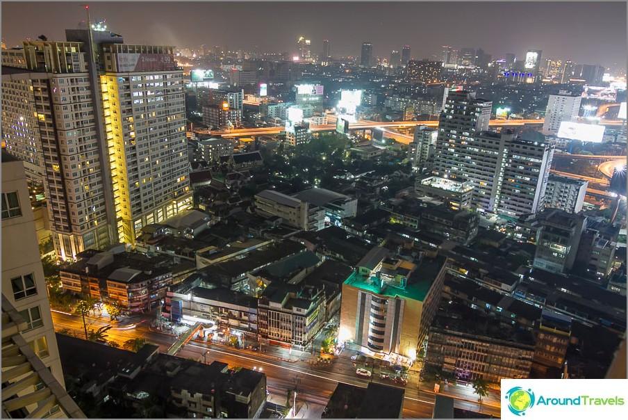 Изглед от 29-ия етаж към Банкок
