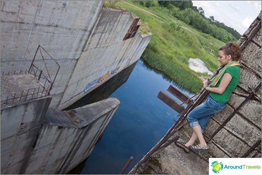 Jos pelkäät korkeuksia, on parempi olla katsomatta alas