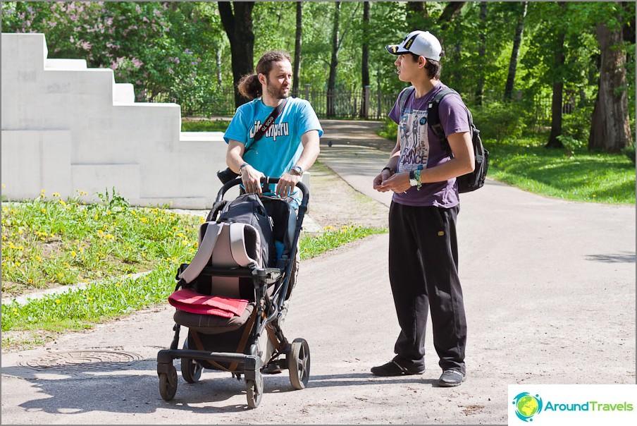 Kävelee Ostafyevon puistossa