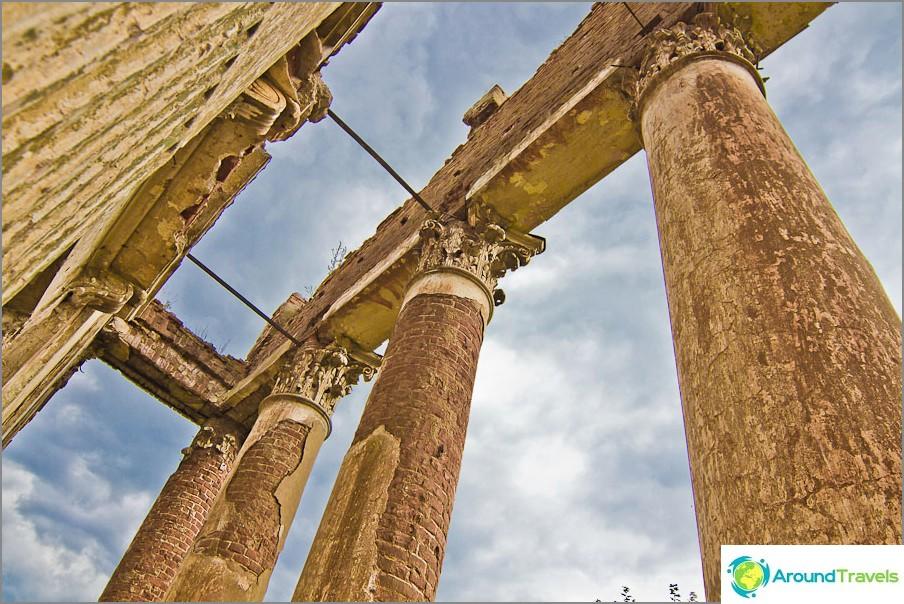 Какво не е древен театър или храм?