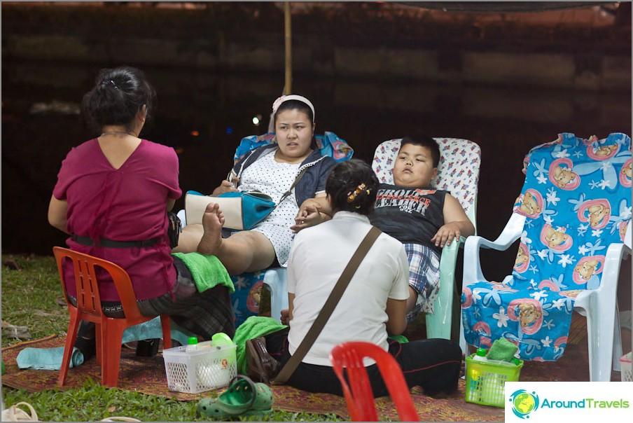 Thai-hieronta ja paikalliset eivät halveksi