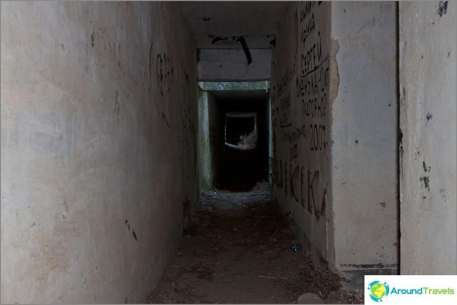 Дълги коридори, всички надписани