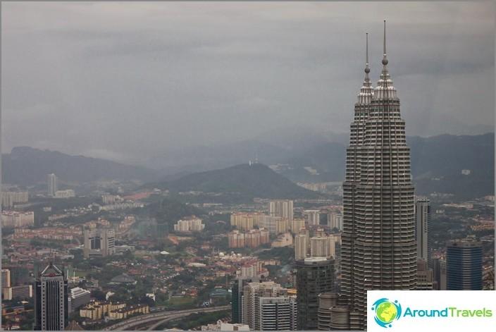 Petronas Towers - näkymä Menara-tornista