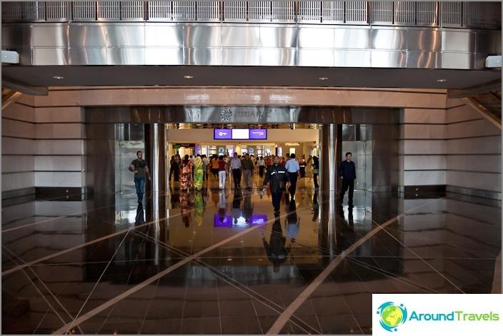 Sisäänkäynti Petronas-tornille