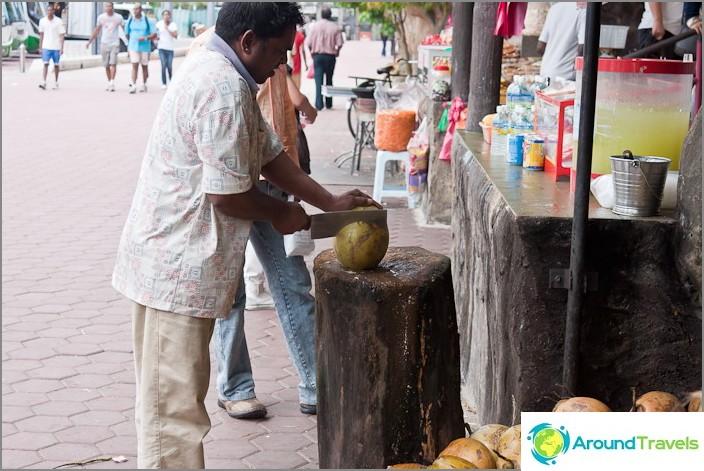 Приготвяне на чаша за кокос