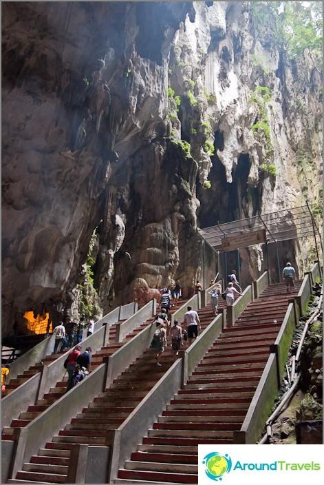 Вътре в пещерите Бату