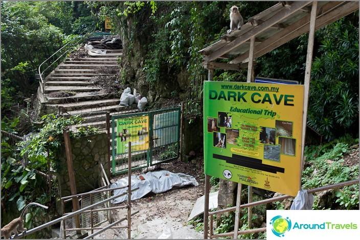 Тъмна пещера