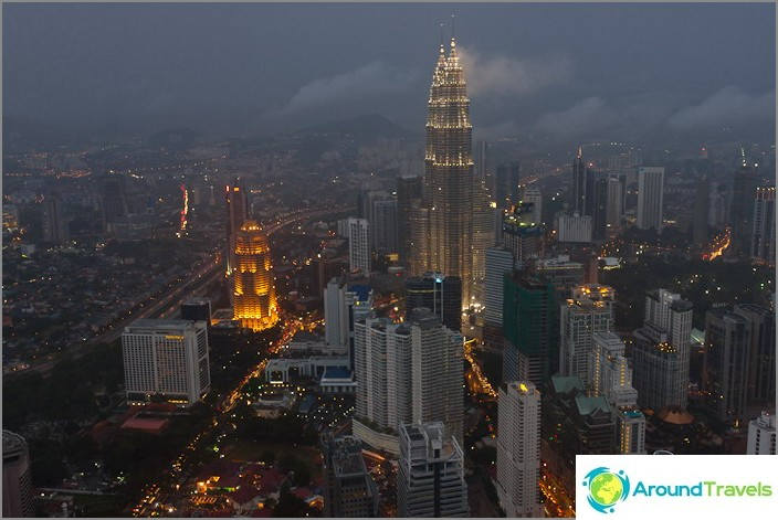 Kuala Lumpur ja Petronas Towers illalla