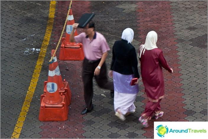 Muslimien naisten huivit