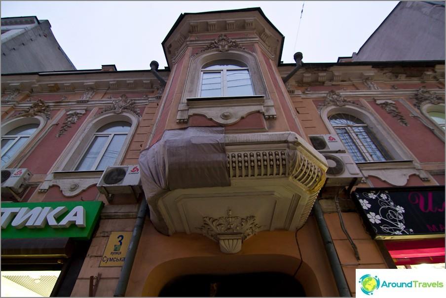 Прозорче в къща в къща на улица Сумская