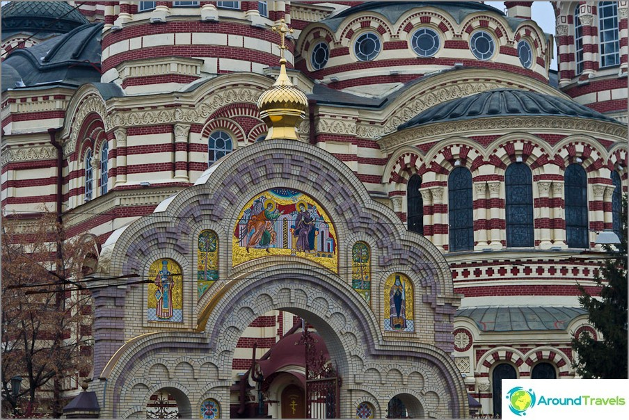 Благовещенска катедрала в близост