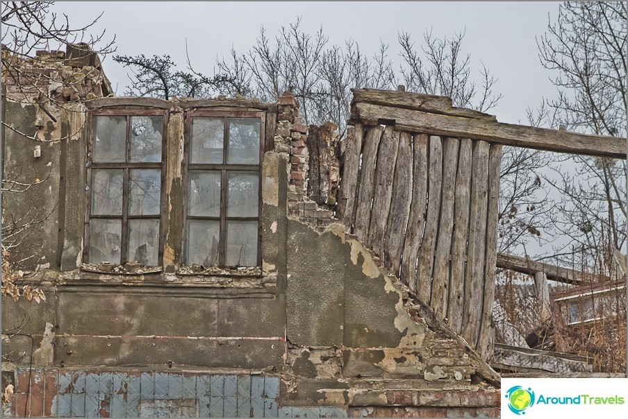 Недалеч от улица Сумская, солидни руини и строителство