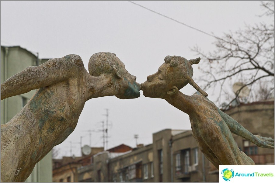 Паметник на влюбените или изсушени деца