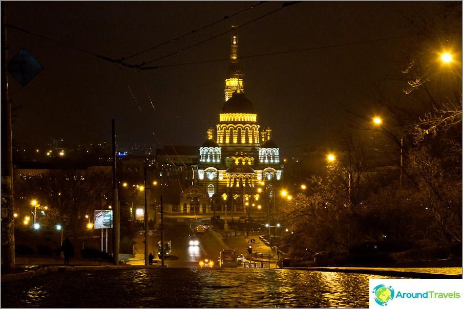 Благовещенска катедрала през нощта