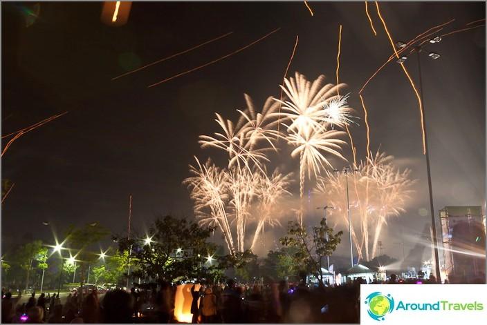 Uuden vuoden ilotulitus Thaimaassa