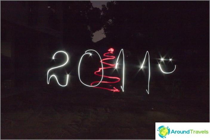 Freezelight (piirtäminen taskulampulla). Kaikki hyvää uutta vuotta!