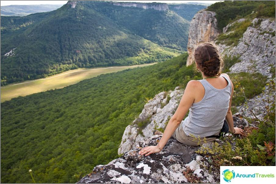 Изгледът към планината след километри пътека се възприема съвсем различно
