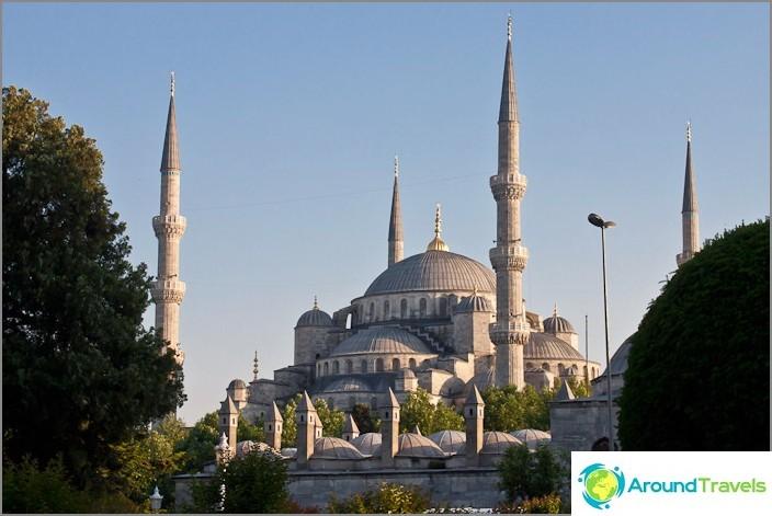 Sultanahmet (sininen moskeija) Istanbulissa.