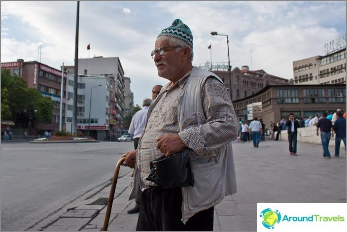 Turk Ankarasta.