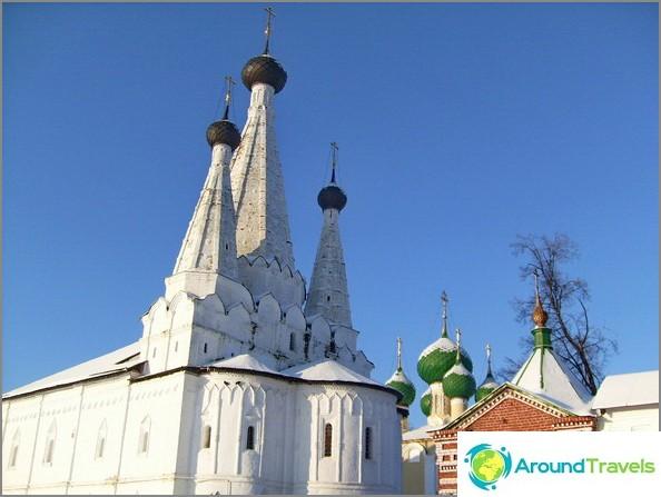 Uglich. Aleksejevskin luostari.