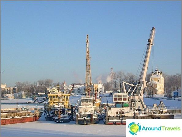 Lähellä Uglichenskayan vesivoimalaa.