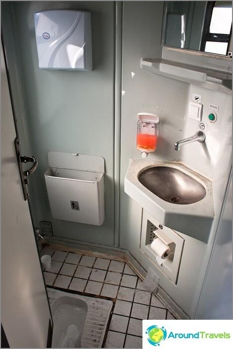 Тоалетната е на турски.