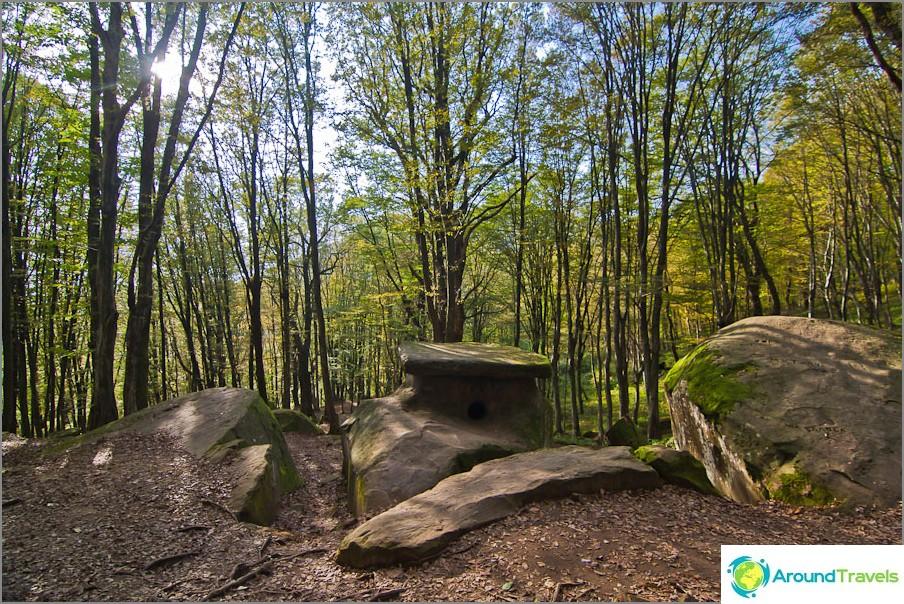 Kävelemme dolmenien ympäri