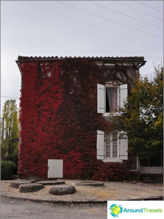 Къща за играчки в град в южната част на Франция