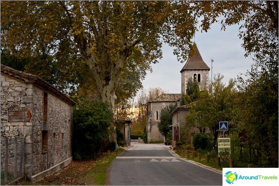 Малки каменни градчета по пътя - Франция